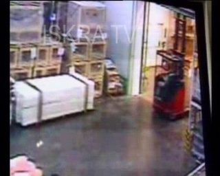 forklift hits low door and falls – mute