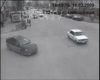 car drives into pedestrians – no sound