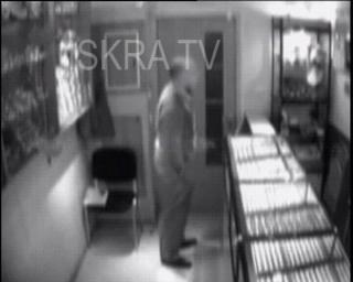 robbery of jewellery store – cctv, mute
