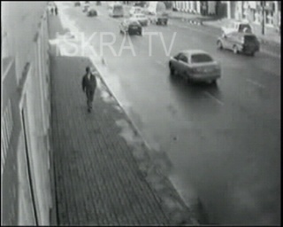 man nearly run over – no sound, cctv