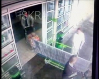 two men fight outside store – no sound