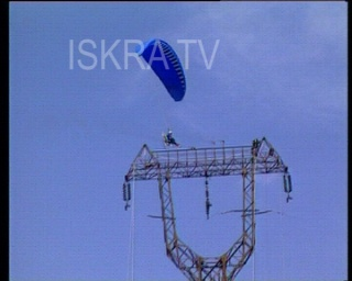 paraglider catches fire and crashes