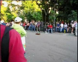 girls dancing and flashing on street