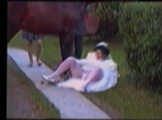 bride falls off a horse